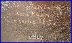 GRAND CHEVALIER EN CUIRASSE, XVII°, cadre doré et sculpté A RESTAURER