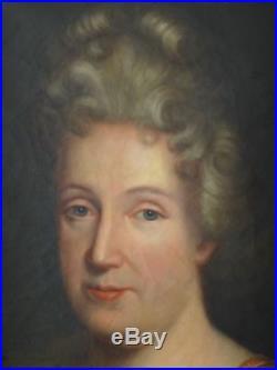 Grand Portrait en médaillon Noblesse cadre en bois doré et sculpté époque XVIIIe