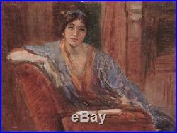 JEUNE FEMME DANS SON INTERIEUR Huile sur toile Vers 1900