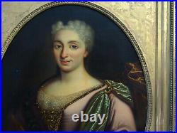 Portrait de femme Ecole Française du XIXème siècle Huile sur toile Tours
