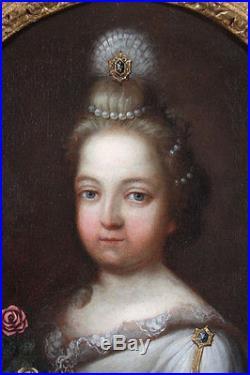 Portrait dune fillette tenant des fleurs Ecole Française du XVIIIème